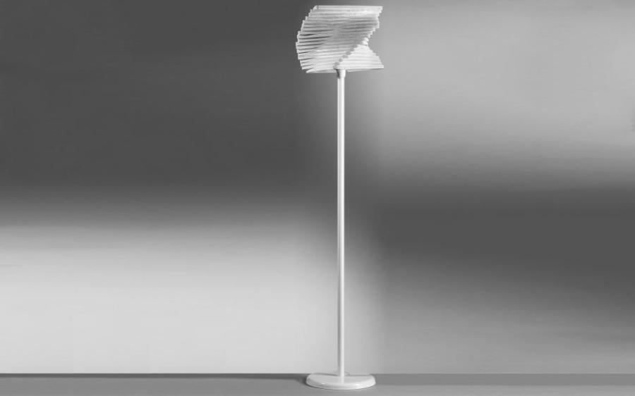 piantana cartoccio bianco senza lampadine