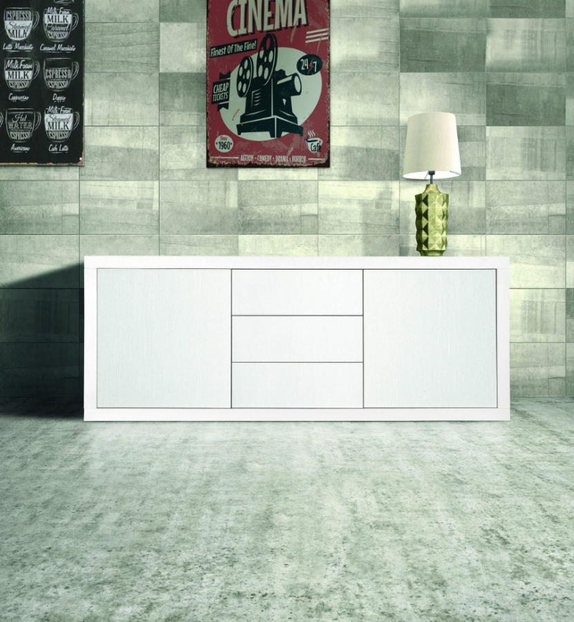 Credenza in legno di colore bianco