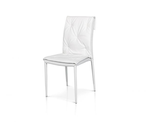 sedie bianche in ecopelle con struttura in metallo rivestito