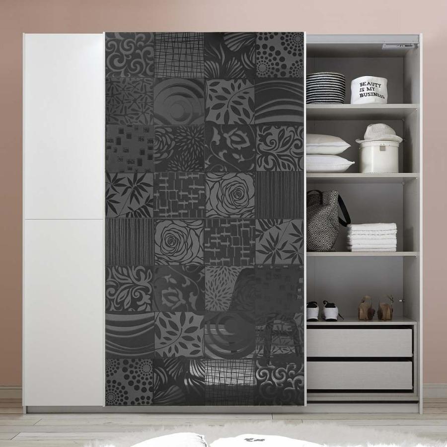 Armadio scorrevole bianco con serigrafie grigio lucido
