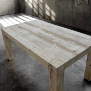 Tavolo in legno vecchio  786